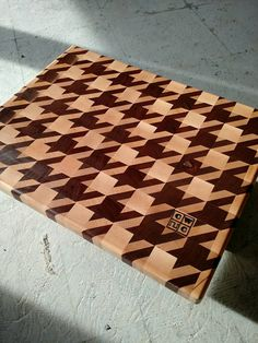 Hey, I found this really awesome Etsy listing at https://www.etsy.com/listing/262987552/houndstooth-end-grain-cutting-board