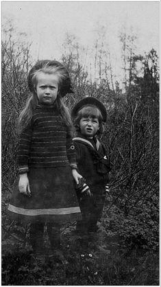 Anastasia Romanov, House Of Romanov, Royal King, Tsar Nicholas Ii, Imperial Russia, Beautiful Family, Animals For Kids, Vintage Photos, Nostalgia
