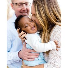 Sweet, joyful family photo by Hannah Reeves Photo edited with #mastinlabs #portra400 film emulation preset.