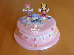 Minnie Mouse Daisy Duck Picnic Cake - perfect for a girl's birthday. By Bakedy Cake Daisy Duck Cake, Daisy Duck Party, Daisy Cakes, Mini Mouse Cake, Minnie Mouse Birthday Cakes, 1st Birthday Cakes, Birthday Fun, Birthday Ideas, Minnie Y Daisy