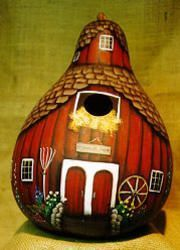 Old MacDonald's Round Barn bird house from a gourd Hand Painted Gourds, Decorative Gourds, Tole Painting, Painting On Wood, Paper Mache Crafts, Gourd Crafts, Gourds Birdhouse, Birdhouse Ideas, Barn Wood Crafts