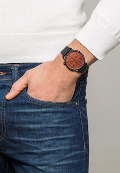 Montres & Bijoux Komono THE WINSTON - Montre - black wood noir: 80,00 € chez Zalando (au 31/12/15). Livraison et retours gratuits et service client gratuit au 0800 740 357.