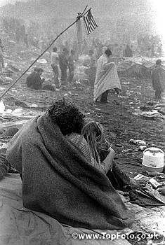 Woodstock 1969 Photo Gallery | imw0018773 - Woodstock Festival '69. Bethel, New York A couple create ...
