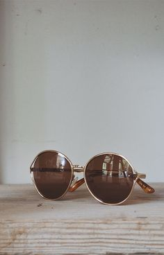 Large, round sunglasses are your perfect outfit accessory.