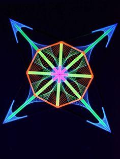 "Psywork Schwarzöicht 3D Stringart ""Mind Transforming Compass"" #blacklight #schwarzlicht #stringart #fadendeko #deco #string #art #psy #yarnart #party #goa #psywork"