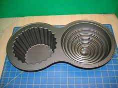 CUPCAKE MOLD WILTON GIANT NON-STICK WITH PLASTIC LINER VERY GENTLY USED