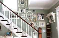 Staircase Wall Decor Design, Pictures, Remodel, Decor and Ideas - page 11 Family Pictures On Wall, Display Family Photos, Family Wall, Display Pictures, Family Room, Photo Deco, Inspiration Wall, Frames On Wall, White Frames