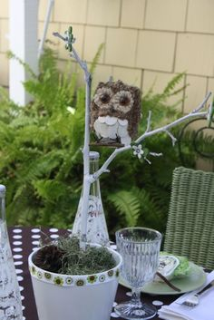 owl party decor - for an owl and book themed baby shower? Owl Themed Parties, Owl Parties, Owl Birthday Parties, Baby Shower Owl Cake, Baby Shower Themes, Shower Ideas, Owl Centerpieces, Owl Decorations, Baby Baskets