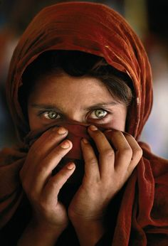 portrait photography by stevemccurry. Read Full article: http://webneel.com/25-best-black-and-white-photography-examples-and-tips-beginners | more http://webneel.com/photography . Follow us www.pinterest.com/webneel