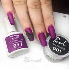 Matt lila körmök fekete Plastiline zselével készült mintával Végső Vivientől. / Matte purple nails with black Plastiline decoration made by Vivien Végső. #pearlnails #plastiline #purplenails #colorgel #műköröm