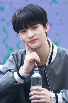 Meu amor lindo Boys Republic, Stray Kids Seungmin, Kids Skis, Kids Around The World, How To Look Handsome, Working People, I Found You, Flower Boys, Lee Know