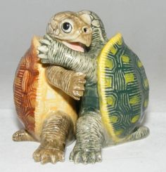 Amazon.com: SALT and PEPPER Shaker Green SEA TURTLE hugs LOGGERHEAD TORTOISE MINIATURE New Porcelain KLIMA L778: Kitchen & Dining