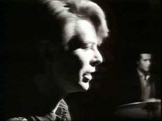 おはようございます。 今朝の一曲は、またデヴィッド・ボウイで「ワイルド・イズ・ザ・ウィンド」(邦題:野生の息吹き)。 彼がこの曲を歌っていたとは知りませんでした。ジャズでいろいろな人にカヴァーされている、私の大好きな曲のひとつです。私は未見ですが、オリジナルはジョージ・キューカー監督による同名の映画。ニーナ・シモンによるカヴァーが有名。私の一番のお気に入りはデイヴ・パイクによるカヴァー、もの悲しく染み入るメロディがヴィブラフォンの音色に合っていました。そのヴァージョンはまた後日流すとして、デヴィッド・ボウイによるやや抑えた渋いヴォーカルもいいですねー。先日の訃報の後、デヴィッド・ボウイの曲がたくさん流れたなかで、ふと目に留まりました(^.^)