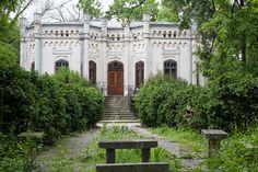 Casa Bosianu, Parcul Carol, Bucuresti Bucharest, Abandoned Places, Old Houses, Romania, Mansions, House Styles, Travel, Memories, Home Decor
