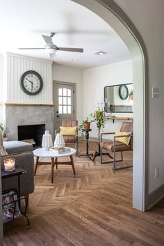 Fixer Upper Season 4 Episode 15 | The Giraffe House | Chip and Joanna Gaines | Waco, Tx | Flip House | Living Room