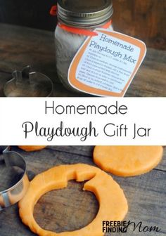 Homemade Playdough Gift Jar crafts - This fun DIY gift for kids is really two gifts in one. The kids will get to follow the Mason jar recipe and actually make the play dough ( family activity) - Gift Ideas