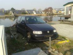 #leimuiden #nieuw vennep auto's. Alias vd peijl. Treiteren op molenkade. Daarna kentekenplatenn verwijderd! Kerel met met ballen