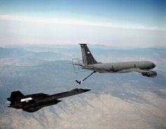"""SR-71 """"Blackbird"""" Mid-Air Refueling with KC-135 Tanker 8X12 PHOTOGRAPH NASA D"""