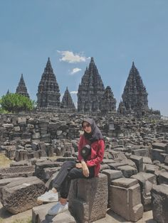 Casual Hijab Outfit, Ootd Hijab, Casual Outfits, Borobudur Temple, Yogyakarta, Hijab Fashion, Outfit Of The Day, Wallpaper, Photography