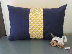 housse de coussin 60x40 cm bleu marine et jaune style scandinave : Linge de lit enfants par happyaime