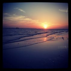 Fort Myers Beach is were i would like to throw my sweet sixteen party!:) Its so beautiful during sunset