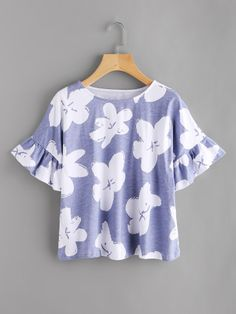 SheIn offers Random Flower Print Frill Cuff Tee & more to fit your fashionable needs. Blouse Styles, Blouse Designs, Top Chic, Looks Teen, Latest Fashion For Women, Womens Fashion, Basic Shirts, Fashion Prints, Fashion Design