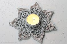 Crochet ideas that you'll love Crochet Ornaments, Crochet Snowflakes, Snowflake Pattern, Christmas Snowflakes, Diy Christmas Ornaments, Crochet Doilies, Crochet Home, Knit Crochet, Tea Light Holder