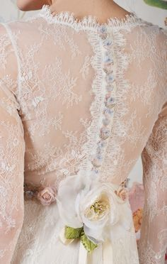 Claire Pettibone 'Charlotte' wedding gown | Decoupage Collection | Photo: Anton Oparin