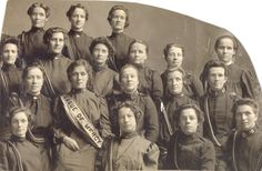 1905 Salvation Army women start the League of Mercy program, which makes regular visits to hospitals, jails, poorhouses and courts to assist the needy.  Pictured: Chicago League of Mercy in 1905