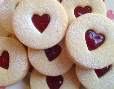 Obsessed with Castle, Bones, Grey's anatomy, The Mentalist, Modern Family and Friends. Cute Food, Good Food, Yummy Food, Cute Desserts, Dessert Recipes, Just In Case, Just For You, Valentine Cake, Think Food