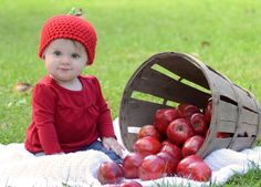 fall baby photo.... with apples!