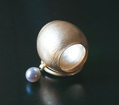 Esther Brinkmann : forged gold, pearl
