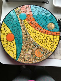 free mosaic patterns for tables Mosaic Flower Pots, Mosaic Pots, Mosaic Glass, Mosaic Tiles, Glass Art, Mosaic Tray, Mirror Mosaic, Mosaic Crafts, Mosaic Projects