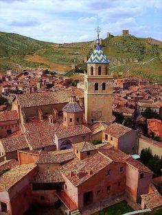 2e58e185762c4 Esta ciudad medieval que parece una especie de ciudad de Lego se llama  Albarracin y se