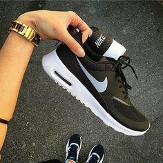 Nike air max thea zwart wit restock