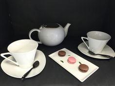 C'est l'heure du Thé ... Théière avec filtre en porcelaine plateau gourmand en porcelaine et ses tasses avec coupelles