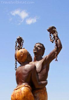 L'abolition de l'esclavage un pas vers l'égalité  Plus d'un siècle et demi après le racisme persiste Nous sommes métisses,  noirs et nous nous battrons jusqu'au dernier souffle...  Des racines. Une histoire douloureuse,  mais une force