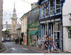 � TRAVEL HAY -- Visitors to Hay-on-Wye in Wales explore the medival village's narrow streets and bookshops during the annual Guardian Hay Festival. 40 used book stores.