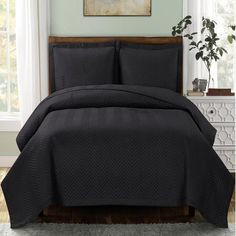 Modern Chevron Charcoal Quilt Coverlet Set Oversized - Super Size to fit thick mattress - Modern style for elegance in your bedroom quilt bedding King Quilt Bedding, Plum Bedding, Duvet Bedding, White Bedding, Quilt Pillow, Pillow Set, Pillow Shams, Modern Duvet Covers, White Duvet Covers
