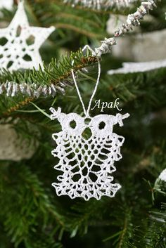 Pineapple owls :) and more - Other Thread Crochet - Crochetville Crochet Dreamcatcher Pattern Free, Crochet Snowflake Pattern, Crochet Cat Pattern, Christmas Crochet Patterns, Holiday Crochet, Crochet Snowflakes, Crochet Tree, Crochet Ball, Thread Crochet