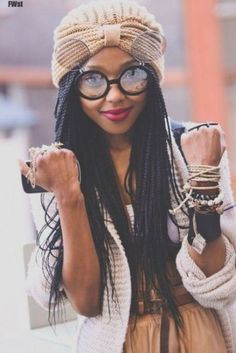 All styles of box braids to sublimate her hair afro On long box braids, everything is allowed! For fans of all kinds of buns, Afro braids in XXL bun bun work as well as the low glamorous bun Zoe Kravitz. Box Braids Hairstyles, African Hairstyles, Wedding Hairstyles, Black Is Beautiful, Curly Hair Styles, Natural Hair Styles, Crochets Braids, Long Box Braids, Braided Hairstyles For Black Women