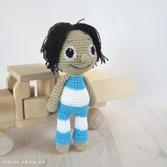 Amigurumi Rag Doll - FREE Crochet Pattern / Tutorial ♪♪Teresa Restegui http://www.pinterest.com/teretegui/♪♪
