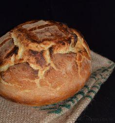 """Fantastisk nem og lækker opskrift på grydebrød med durumhvede - grydebrødet kaldes også """"verdens nemmeste brød"""" og det kan næsten heller ikke blive nemmere."""