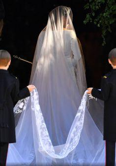 Meghan Markle Royal Wedding - The Wedding Pins Harry And Meghan Wedding, Harry Wedding, Meghan Markle Wedding, Prince Harry And Megan, Wedding Robe, Royal Wedding Gowns, Royal Weddings, Bridal Gowns, Wedding Dresses