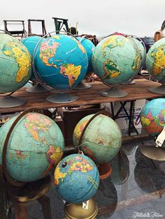 I want to find this vendor at a Flea Market! Vintage Globe, Vintage Maps, Globe At Home, Furniture Refinishing, Refurbished Furniture, Furniture Redo, Repurposed Furniture, Area Map, Flea Market Style