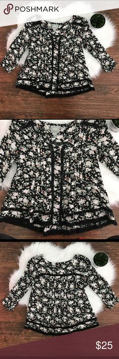Anthropologie Maeve Celyn Peasant Top Blouse Gorgeous floral Anthropologie Top from the brand Maeve. Has lace cutouts. GUC.   Has one flaw. One of the decorative teardrops has came undone.  Feel free to ask questions or make an offer! Anthropologie Tops Blouses