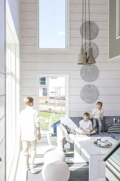 Realise a healthy and ecological Scandinavian style house with solid wood. Get inspired by contemporary designs and plan your dream home!