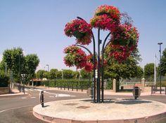 how to make city more beautiful? Garden Landscape Design, Garden Landscaping, Flower Tower, Urban Furniture, Flower Pots, Entrance, Sidewalk, Bouquet, Towers