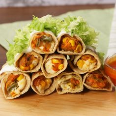 ¡Estas flautitas picantes y crujientes van a convertirse en tus favoritas para botanear! #sponsored Fun Baking Recipes, Lunch Recipes, Mexican Food Recipes, Vegetarian Recipes, Cooking Recipes, Healthy Recipes, Ethnic Recipes, Bien Tasty, Flautas