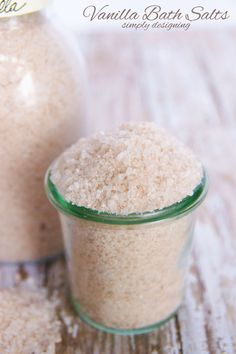 Homemade Vanilla Bath Salts | how to make homemade vanilla bath salts | #diybeauty #bathsalts #diy #beauty